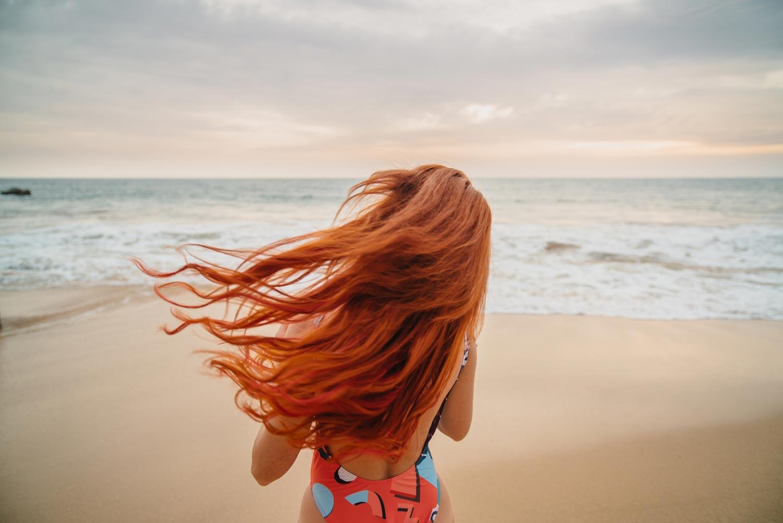 Cheveux colorés en été