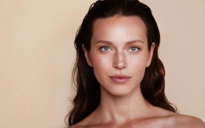 Maquillage : le retour de la teinte Nude pour vos sourcils