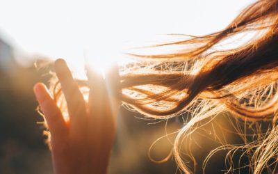 Cheveux fins : comment leur apporter du volume ?